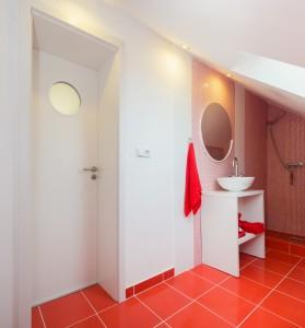 Bílé dveře Praha prosvětlí a opticky zvětší vaše bydlení