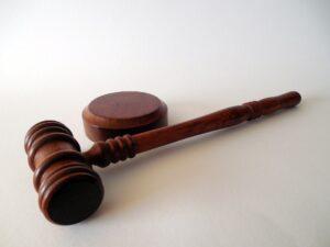 Prečo sa nám v niektorých prípadoch oplatí využiť služby právnika?